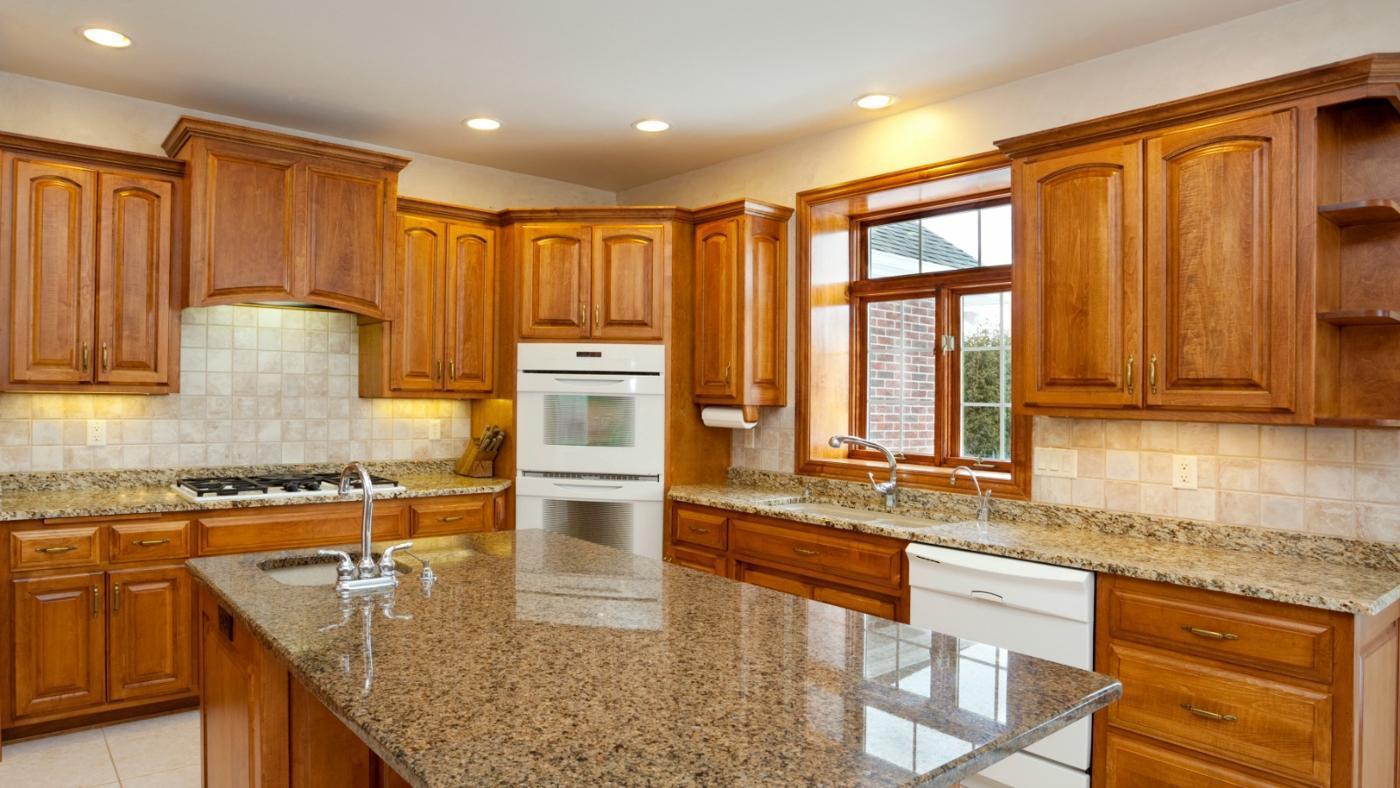 Clean Oak Kitchen Cabinets