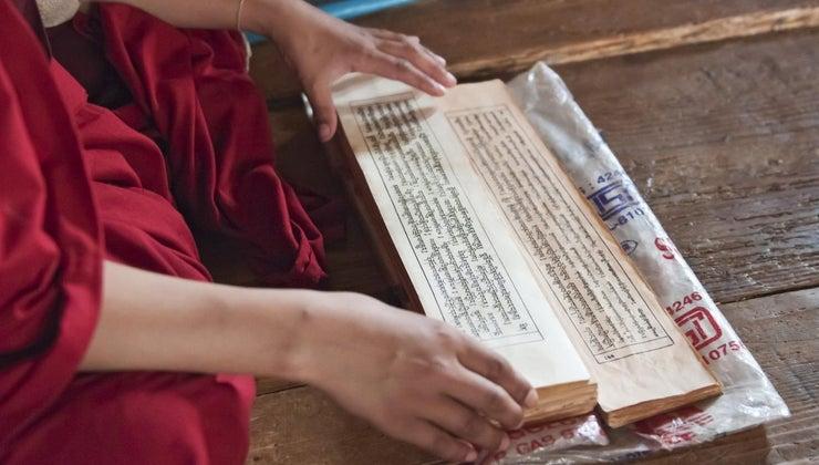 buddhists-worship