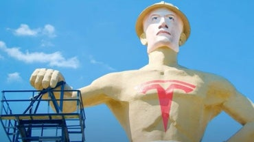 Strange Americana: Why Is There a 75-Foot-Tall Statue of Elon Musk in Tulsa Oklahoma?