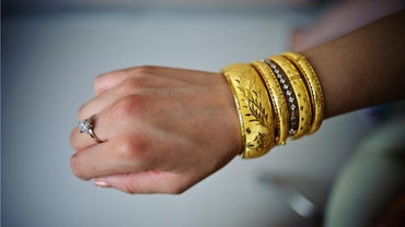 """What Does """"925"""" Mean on a Gold Bracelet?"""
