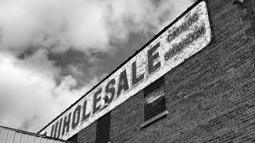 What Is the Difference Between a Wholesaler and a Retailer?