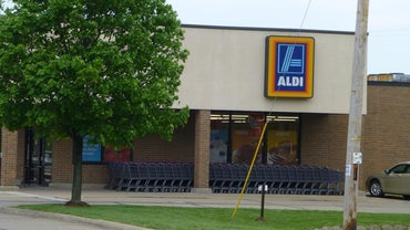 Do Aldi Stores Accept Checks or Credit Cards?