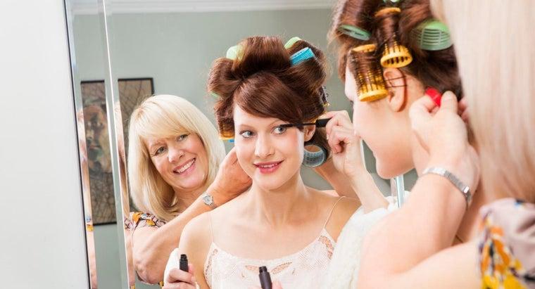 apply-bridal-makeup