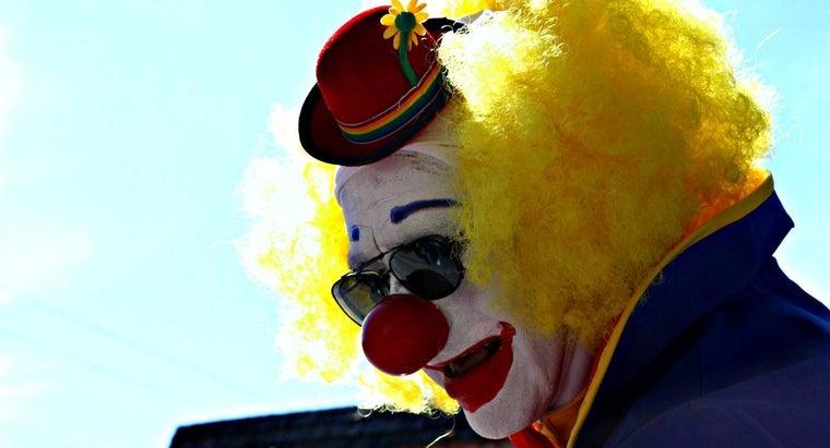 apply-clown-makeup