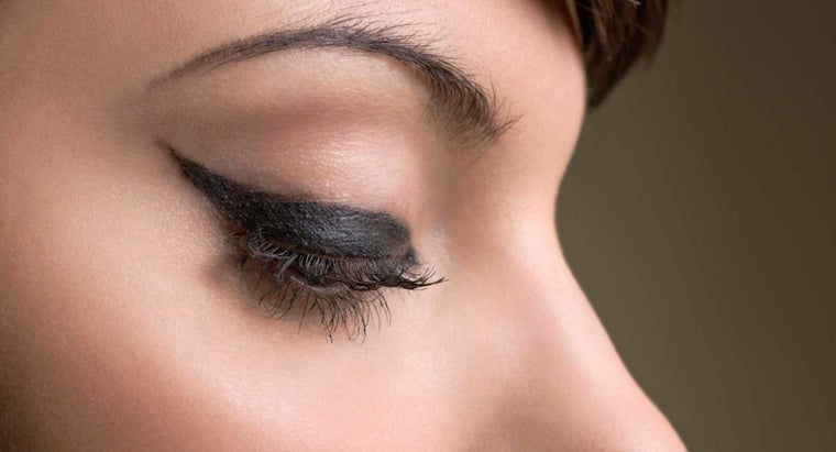 apply-styles-thick-eyeliner
