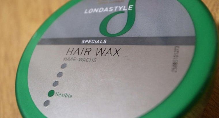 apply-styling-hair-wax
