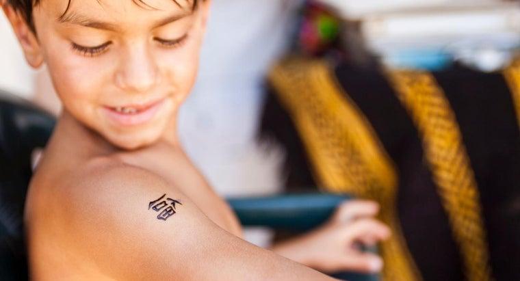apply-temporary-tattoo