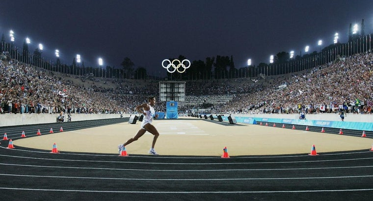 athletes-run-counterclockwise