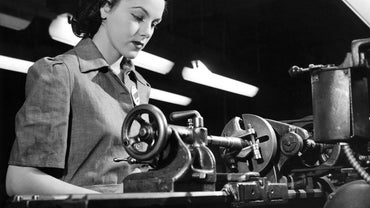 What Was the Average Weekly Pay for a Female Factory Worker in 1944?