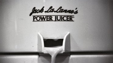 How Do You Take the Blade Out of the Jack LaLanne's Power Juicer?