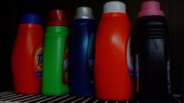 What Are Brands of Low-Sudsing Detergents?