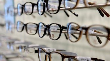 Where Can You Get Eyeglasses in an Hour?