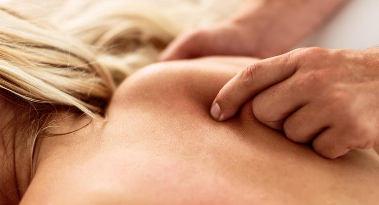 can-severe-shoulder-blade-pain-sign-cancer