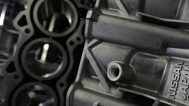 How Can Someone Tell If an Engine Block Is Cracked?