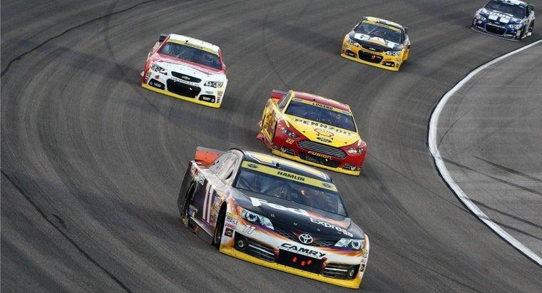 cars-nascar-races-always-turn-left
