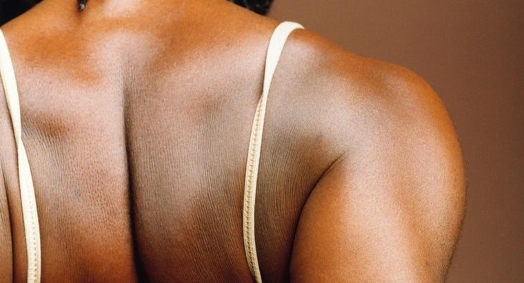 causes-back-pain-along-shoulder-blade