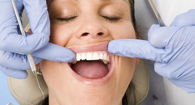 causes-gums-irritated-itchy