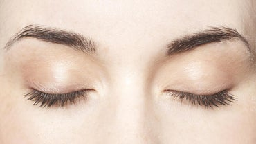 What Causes White Eyelashes?