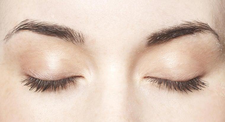causes-white-eyelashes