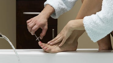 Why Would a Toenail Turn White? | Reference.com