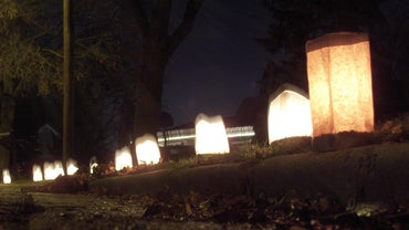 What Are Christmas Luminaries?
