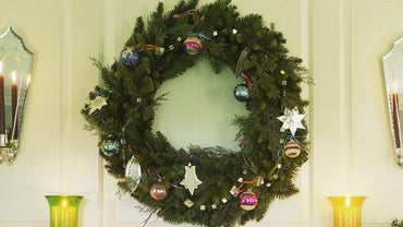 What Does the Christmas Wreath Symbolize?