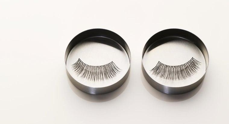 clean-false-eyelashes