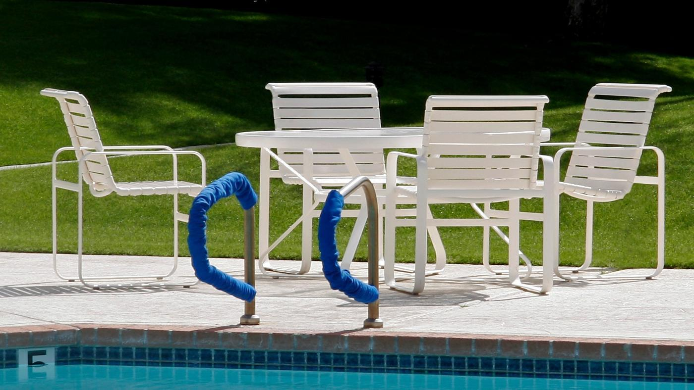 How Do You Clean Vinyl Straps On Patio Furniture