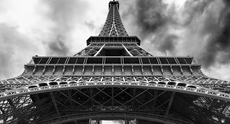 color-eiffel-tower-originally-painted