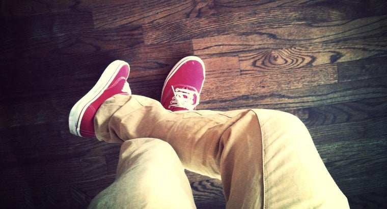 color-shirt-goes-khaki-pants