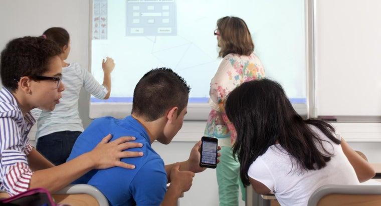 cons-pros-having-cell-phone-school