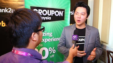 How Do You Contact a Live Representative at Groupon?