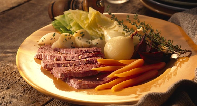 cook-corned-beef-cabbage-slow-cooker