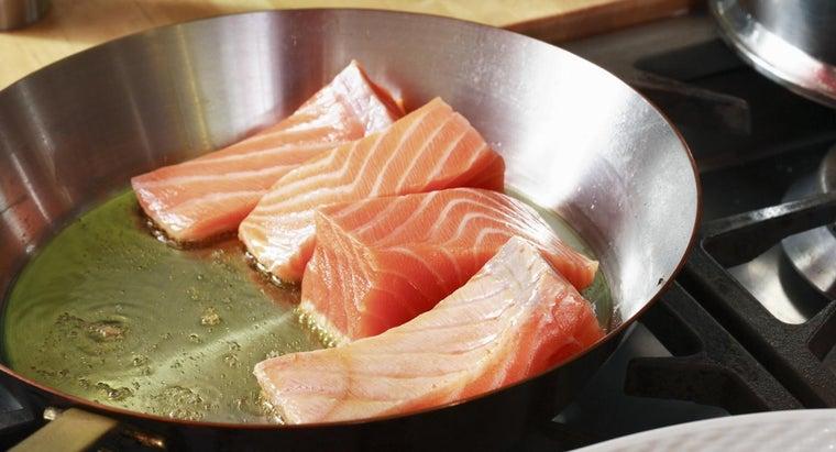 cook-salmon-stove