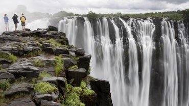 What Country Is Victoria Falls Located In?