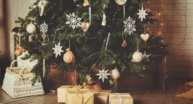 decorate-christmas-trees