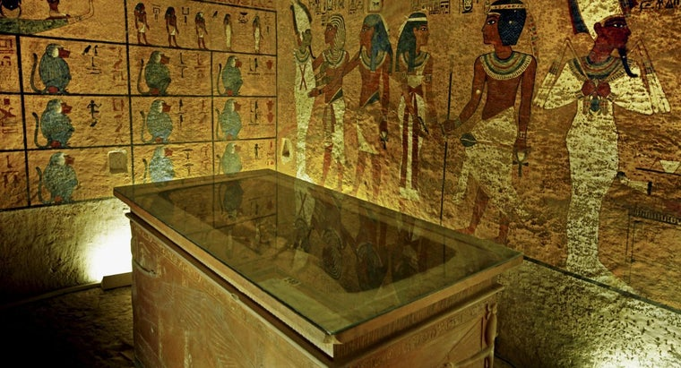 did-egyptians-put-tombs