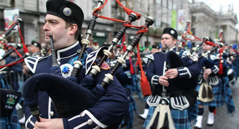 did-tradition-playing-bagpipes-funerals-police-officers-firefighters-originate