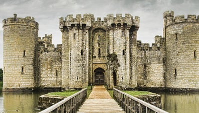 What Is the Difference Between a Castle and a Palace?