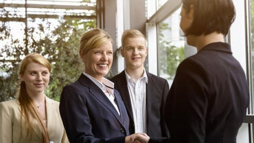 What Is the Difference Between Formal and Informal Meetings?