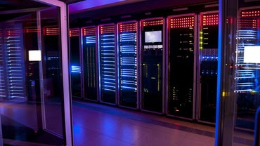 What Is the Difference Between a Mainframe and a Microcomputer?