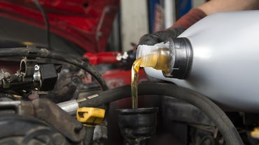What Are the Differences Between Synthetic Oil Vs. Regular Oil?