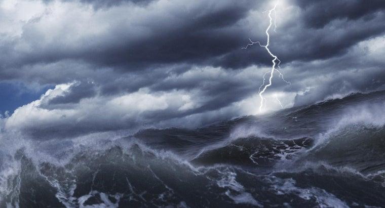 don-t-fish-die-lightning-hits-sea