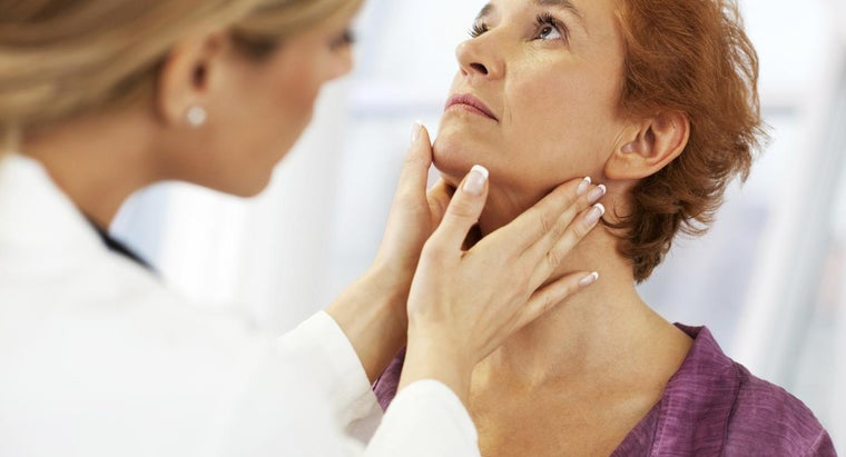 early-signs-throat-cancer