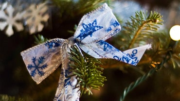 What Is the Easiest Way to Make Ribbon Bows?