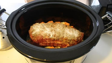 What Is an Easy Way to Make Pot Roast in a Slow Cooker?