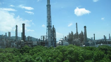 What Economic Factors Effect Petroleum Oil Prices?