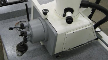 How Does an Electron Microscope Work?