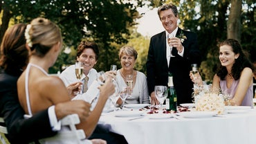 What Elements Should Be Included in a Wedding Toast by a Father?