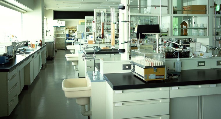 microbiology-laboratory-equipment-used